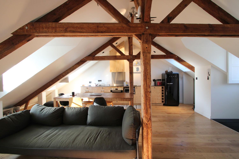 Salon, salle à manger et cuisine de notre location à Vannes.