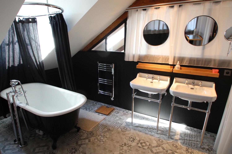 Salle de bain de notre location d'appartement à Vannes.