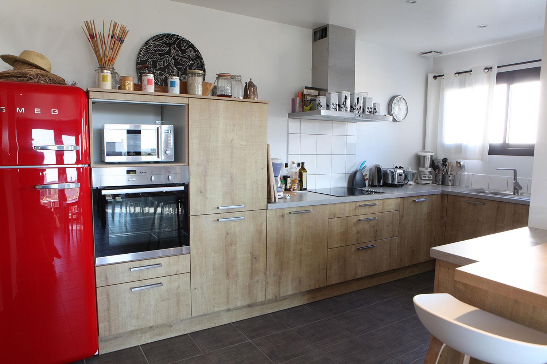 Espace cuisine de notre maison en location à Sainte-Barbe.