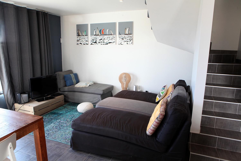 Salon et canapés de notre maison en location à Sainte-Barbe.